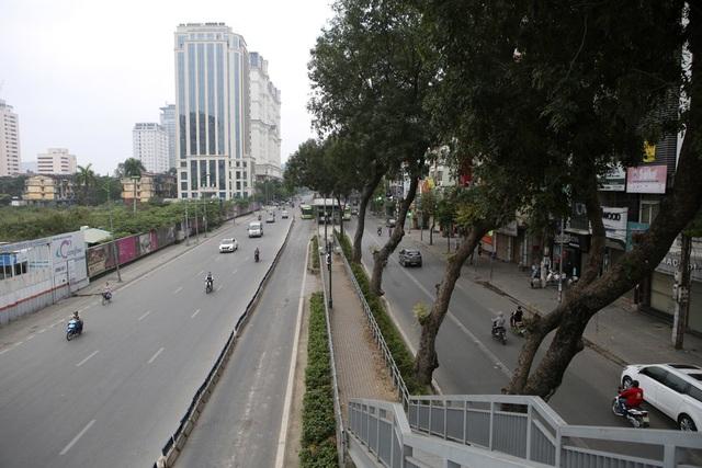 Hà Nội: Nhiều tuyến phố trung tâm vắng hoe, yên ả trong ngày đầu tiên nghỉ lễ - 11