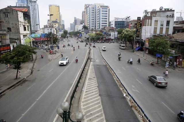 Hà Nội: Nhiều tuyến phố trung tâm vắng hoe, yên ả trong ngày đầu tiên nghỉ lễ - 12