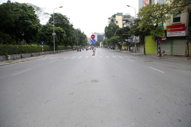 Hà Nội: Nhiều tuyến phố trung tâm vắng hoe, yên ả trong ngày đầu tiên nghỉ lễ - 13