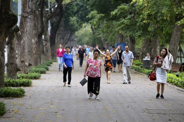 Hà Nội: Nhiều tuyến phố trung tâm vắng hoe, yên ả trong ngày đầu tiên nghỉ lễ - 14