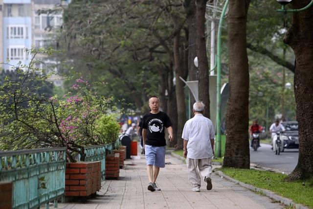 Hà Nội: Nhiều tuyến phố trung tâm vắng hoe, yên ả trong ngày đầu tiên nghỉ lễ - 15