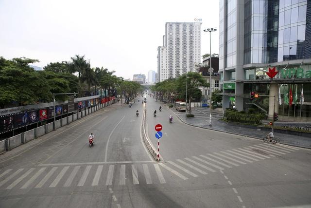 Hà Nội: Nhiều tuyến phố trung tâm vắng hoe, yên ả trong ngày đầu tiên nghỉ lễ - 2