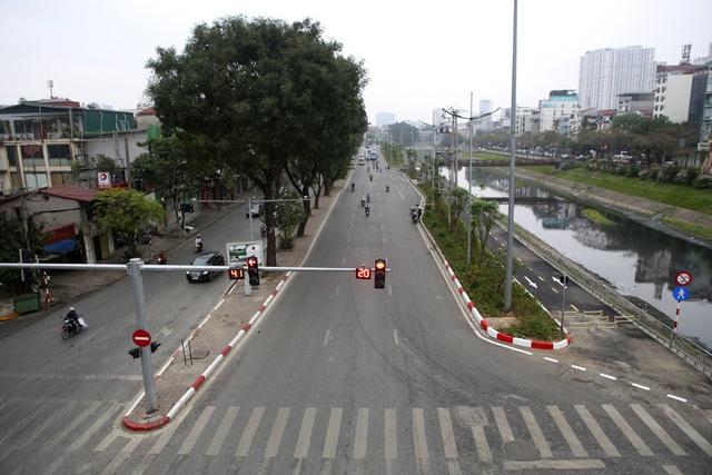 Hà Nội: Nhiều tuyến phố trung tâm vắng hoe, yên ả trong ngày đầu tiên nghỉ lễ - 6