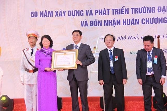Trường ĐH Kinh tế, ĐH Huế đón nhận Huân chương Lao động hạng Nhất - 2