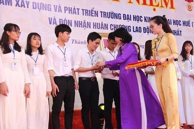 Trường ĐH Kinh tế, ĐH Huế đón nhận Huân chương Lao động hạng Nhất - 3