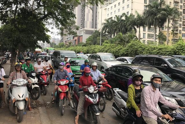 Hà Nội: Ùn tắc nghiêm trọng ở cửa ngõ, xe dù bến cóc hoành hành - 6