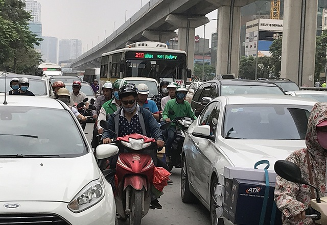 Hà Nội: Ùn tắc nghiêm trọng ở cửa ngõ, xe dù bến cóc hoành hành - 7