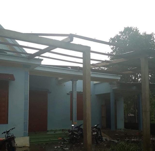 Lốc xoáy quét qua, 49 ngôi nhà tốc mái, nhiều diện tích cây trồng hư hại  - 3