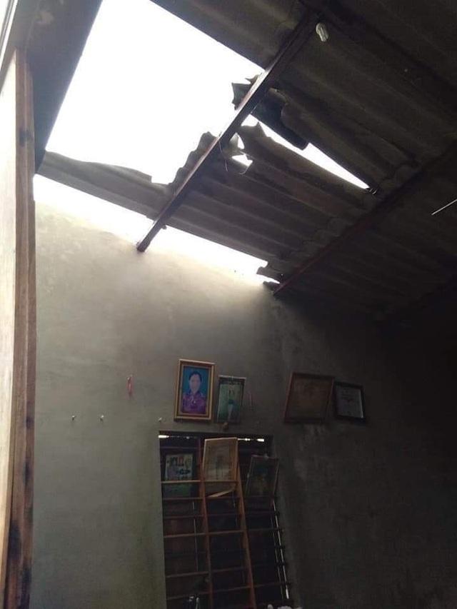 Lốc xoáy quét qua, 49 ngôi nhà tốc mái, nhiều diện tích cây trồng hư hại  - 5