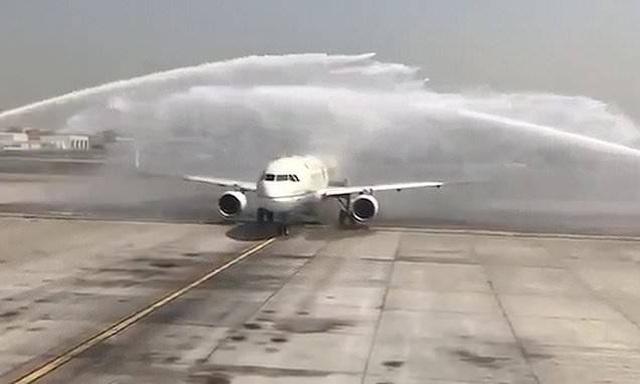Xịt vòi rồng chào mừng, sân bay Dubai vô tình làm hỏng máy bay Ả rập Xê út - 1
