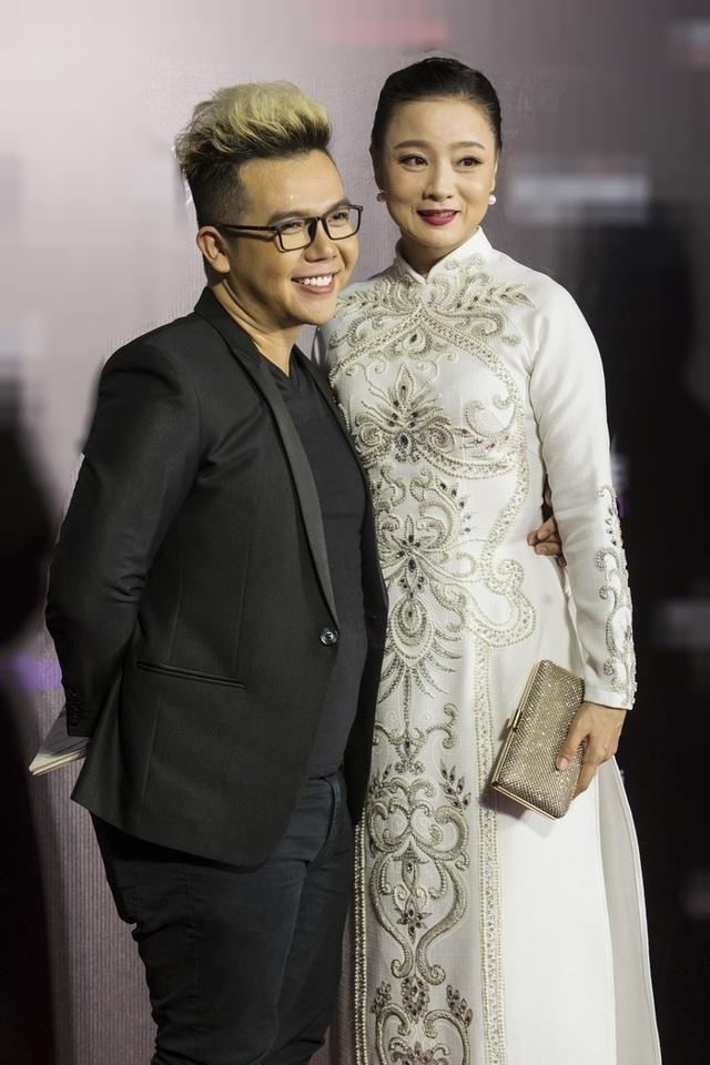 Thuý Diễm hoãn kỷ niệm ngày cưới đi catwalk với Trang Trần, Kim Dung - 13