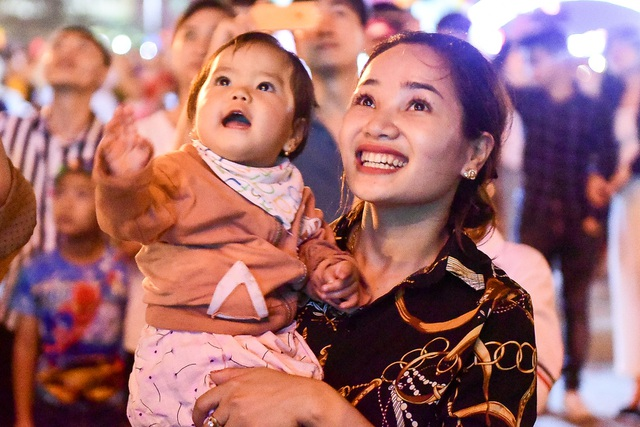 Hàng vạn người mãn nhãn với màn pháo hoa trong đêm khai hội Đền Hùng 2019 - 4