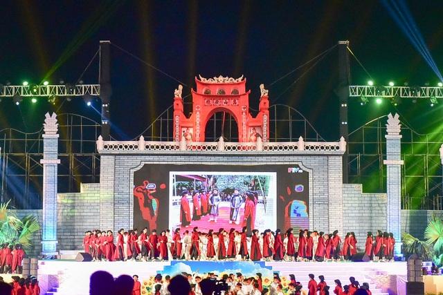 Hàng vạn người mãn nhãn với màn pháo hoa trong đêm khai hội Đền Hùng 2019 - 1