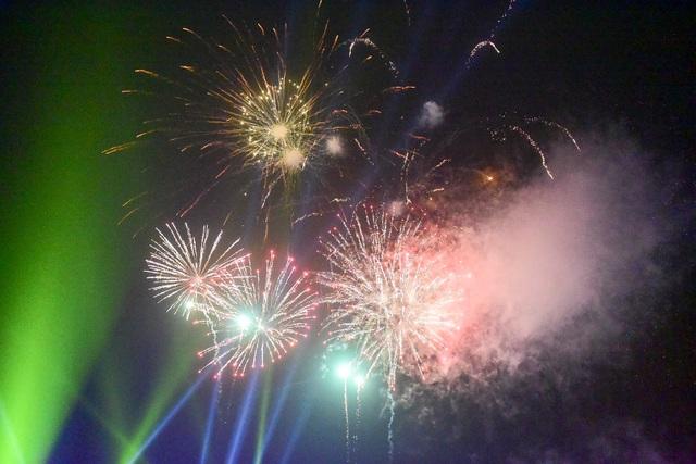 Hàng vạn người mãn nhãn với màn pháo hoa trong đêm khai hội Đền Hùng 2019 - 13