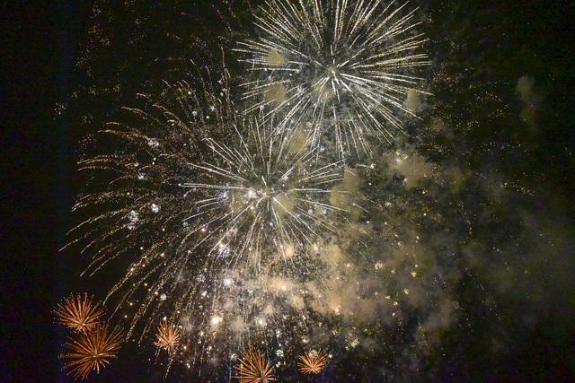 Hàng vạn người mãn nhãn với màn pháo hoa trong đêm khai hội Đền Hùng 2019 - 12