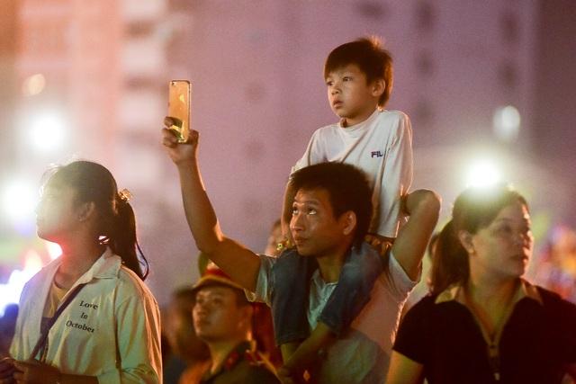 Hàng vạn người mãn nhãn với màn pháo hoa trong đêm khai hội Đền Hùng 2019 - 7