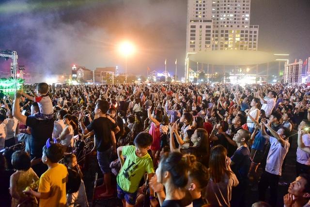 Hàng vạn người mãn nhãn với màn pháo hoa trong đêm khai hội Đền Hùng 2019 - 11