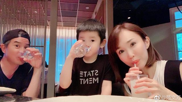Vợ chồng Lý Minh Thuận - Phạm Văn Phương khoe ảnh gia đình hạnh phúc - 2