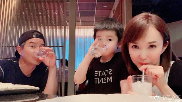 Vợ chồng Lý Minh Thuận - Phạm Văn Phương khoe ảnh gia đình hạnh phúc - 3