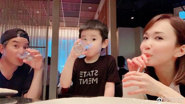 Vợ chồng Lý Minh Thuận - Phạm Văn Phương khoe ảnh gia đình hạnh phúc - 1