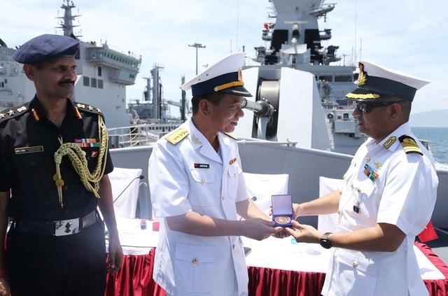 Chiến hạm Hải quân Ấn Độ chính thức thăm cảng Cam Ranh - 2