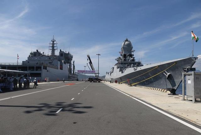 Chiến hạm Hải quân Ấn Độ chính thức thăm cảng Cam Ranh - 1