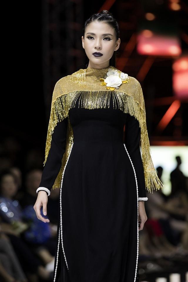 Thuý Diễm hoãn kỷ niệm ngày cưới đi catwalk với Trang Trần, Kim Dung - 3