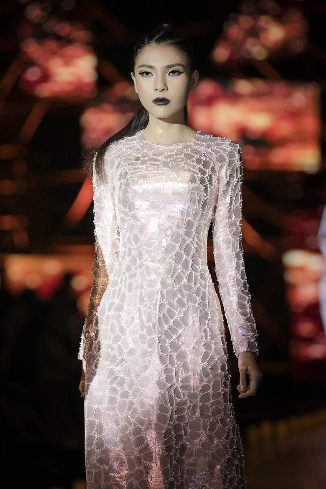 Thuý Diễm hoãn kỷ niệm ngày cưới đi catwalk với Trang Trần, Kim Dung - 1