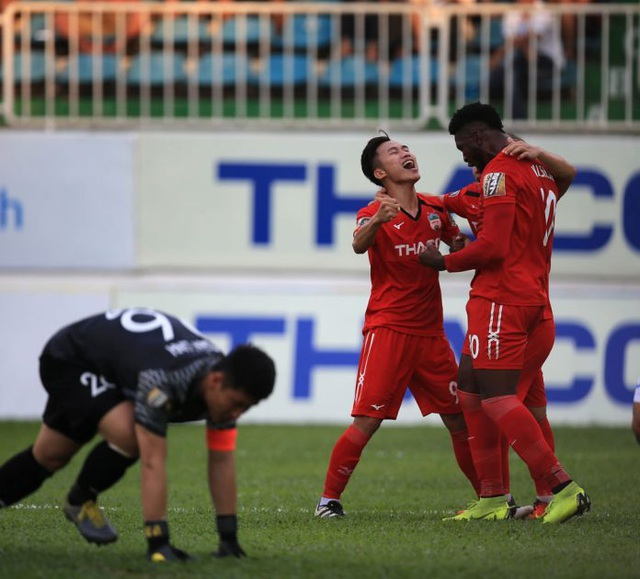 Triệu Việt Hưng chấn thương nặng sau chiến thắng của HA Gia Lai - 1
