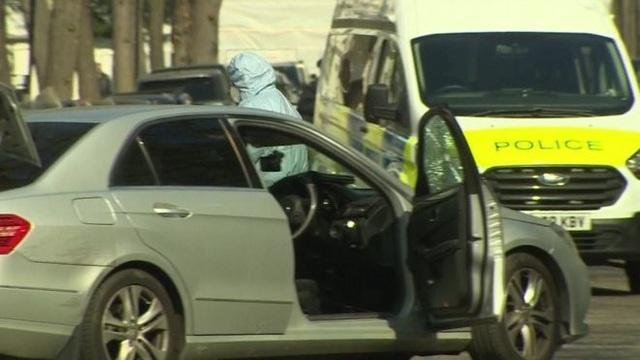 Xe của Đại sứ Ukraine tại Anh bị cố tình đâm liên tiếp - 1