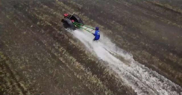 Xem nông dân đua... máy cày lao vun vút trên đồng ruộng - 2