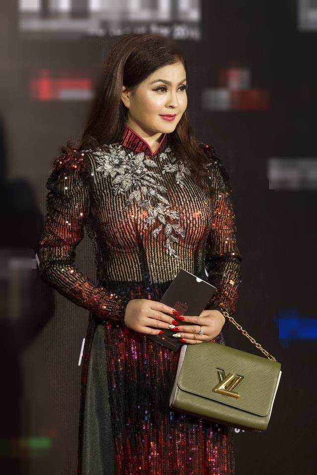 Thuý Diễm hoãn kỷ niệm ngày cưới đi catwalk với Trang Trần, Kim Dung - 12