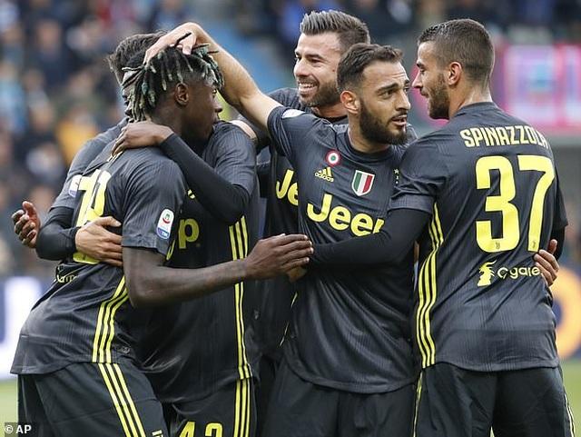 """Thua sốc """"tí hon"""", Juventus lỡ hẹn với chức vô địch sớm - 3"""