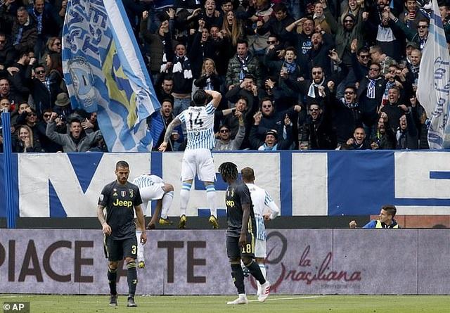 """Thua sốc """"tí hon"""", Juventus lỡ hẹn với chức vô địch sớm - 5"""