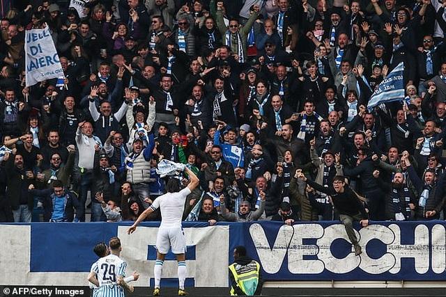 """Thua sốc """"tí hon"""", Juventus lỡ hẹn với chức vô địch sớm - 7"""