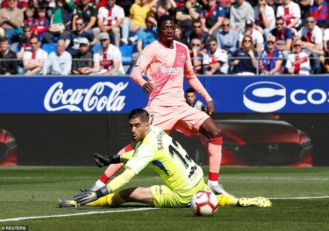 Hòa đội cuối bảng, Barcelona chỉ còn hơn Atletico 9 điểm - 4