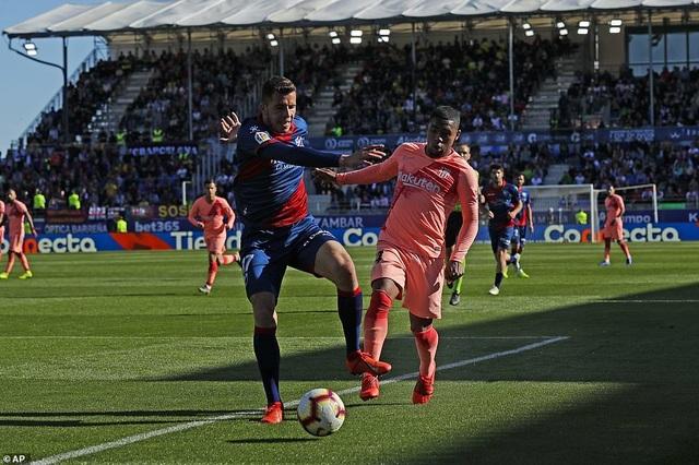 Hòa đội cuối bảng, Barcelona chỉ còn hơn Atletico 9 điểm - 3