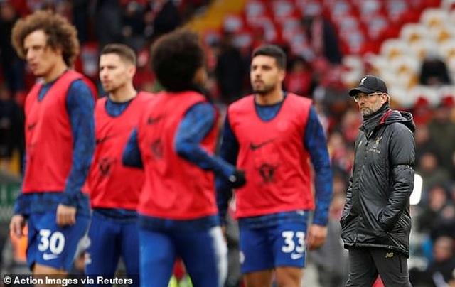 Liverpool 2-0 Chelsea: Hai phút, hai bàn thắng và ngôi đầu bảng - 17