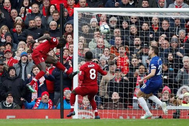 Liverpool 2-0 Chelsea: Hai phút, hai bàn thắng và ngôi đầu bảng - 9