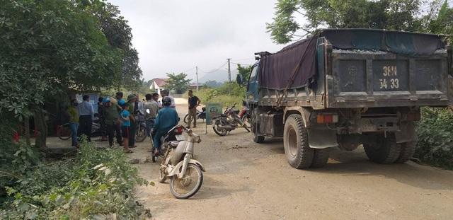Hơn 10 năm sống mòn vì ô nhiễm, người dân phẫn nộ chặn xe tải vào mỏ! - 3