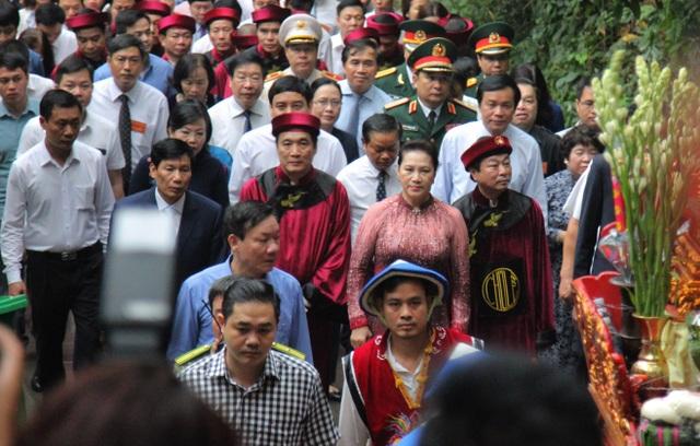 Chủ tịch Quốc hội dâng hương tưởng nhớ các Vua Hùng - 2