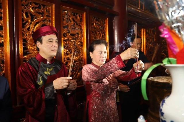 Chủ tịch Quốc hội dâng hương tưởng nhớ các Vua Hùng - 6