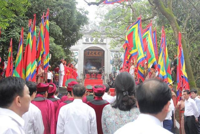 Chủ tịch Quốc hội dâng hương tưởng nhớ các Vua Hùng - 9
