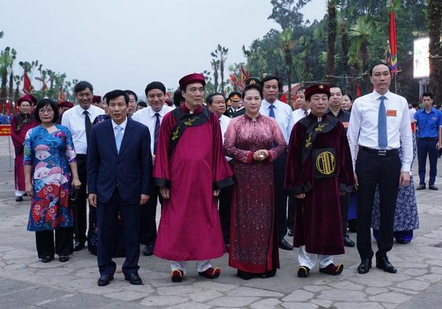Chủ tịch Quốc hội dâng hương tưởng nhớ các Vua Hùng - 1