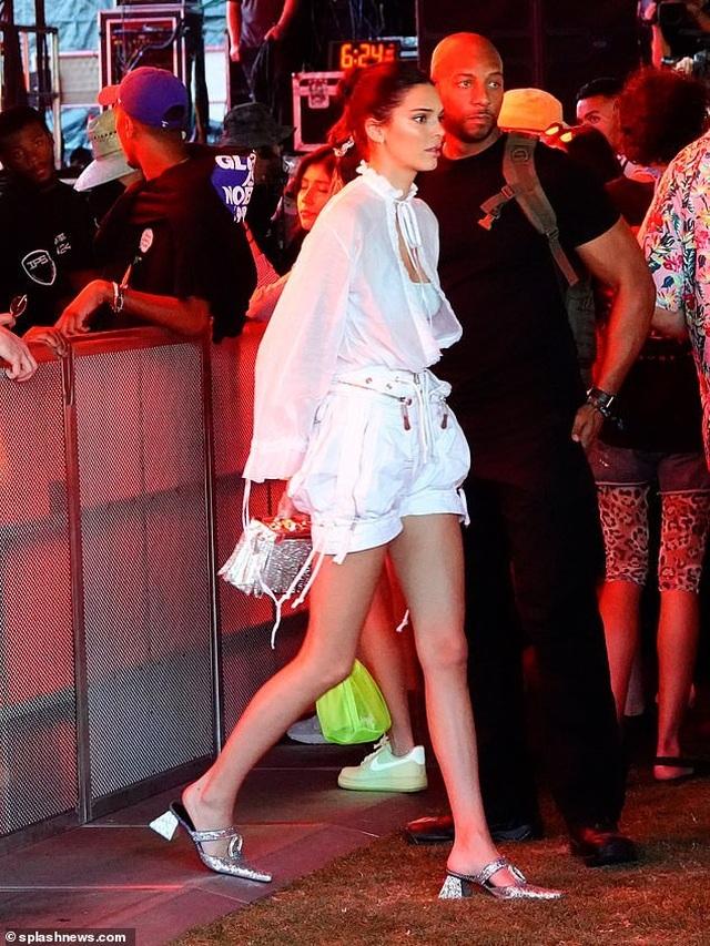 Gigi Hadid đi xem ca nhạc cùng hoa hậu hoàn vũ - 3