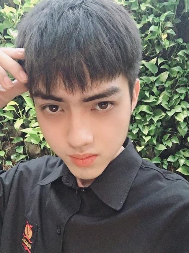 """""""Hot boy bàn bên"""" ĐH Tôn Đức Thắng khiến dân mạng rần rần tìm kiếm - 8"""