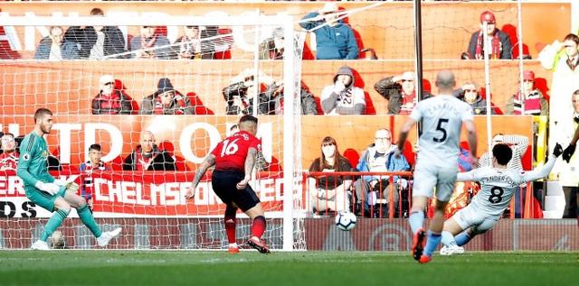 Nhìn lại trận thắng may mắn của Man Utd trước West Ham - 15