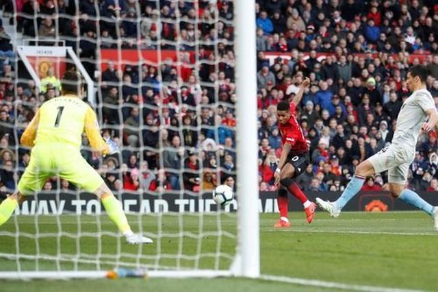 Nhìn lại trận thắng may mắn của Man Utd trước West Ham - 17