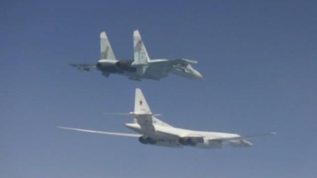 """Nga phô diễn sức mạnh quân sự """"dằn mặt"""" tập trận của NATO - 1"""