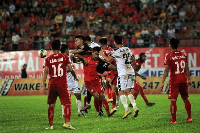 Hải Phòng bị Đà Nẵng chia điểm trong trận đấu trọng tài rút nhầm thẻ đỏ - 1